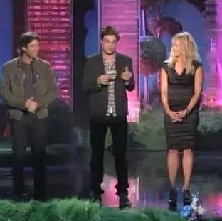 Video of Robert Pattinson Swearing at  2011 MTV Movie Awards