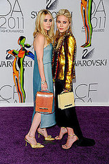 Ashley and Mary-Kate Olsen(2011 CFDA Fashion Awards)