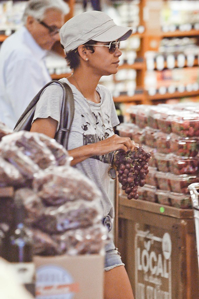 Halle Berry picked up some fresh grapes.