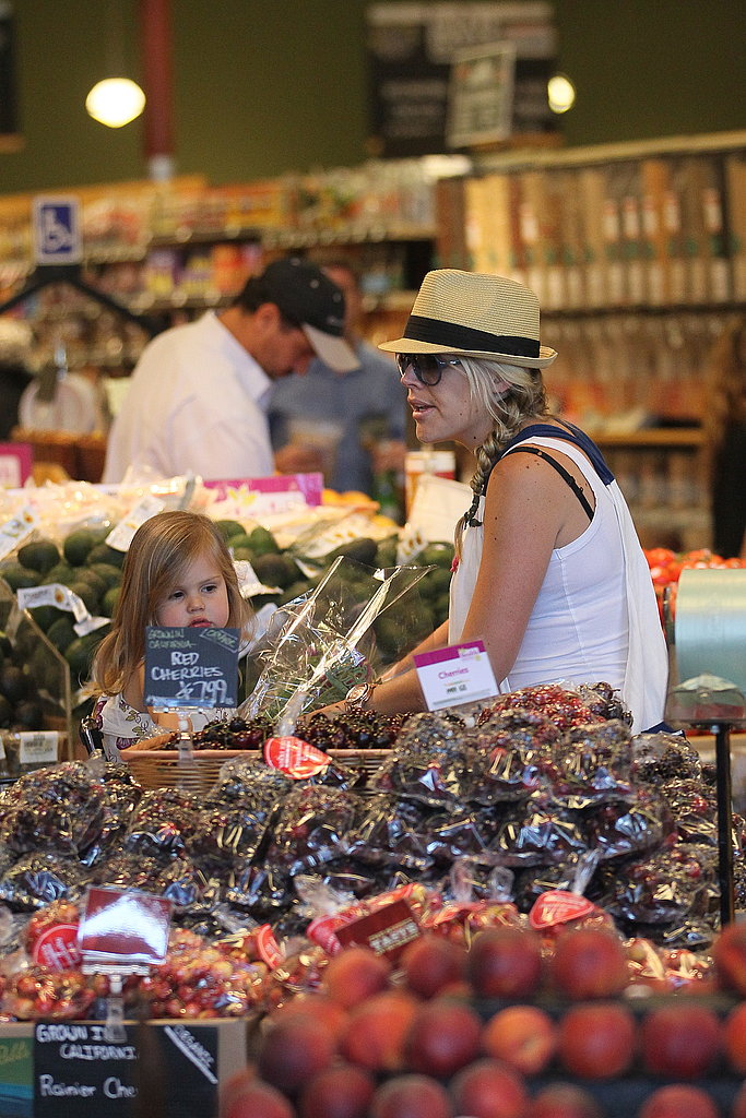 Busy Philipps shopped the Whole Foods produce.
