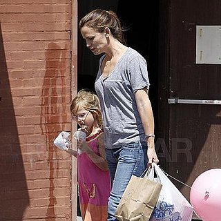 Jennifer Garner and Violet Shopping in Santa Monica Pictures