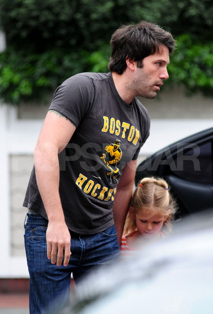 Ben Affleck gets breakfast with daughter Violet.