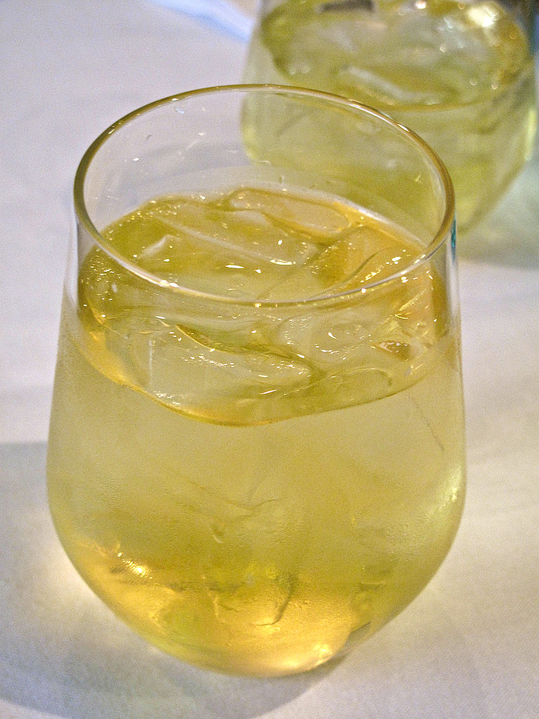 Iced peach oolong tea