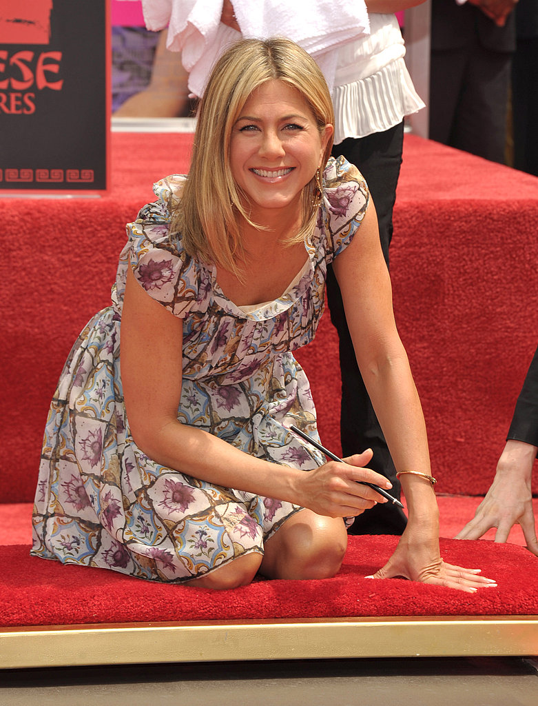Jennifer Aniston Is Joined by Justin Theroux at Her Hollywood Handprint Ceremony!