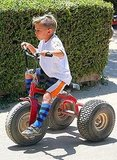 Kingston Rossdale rides a bike.