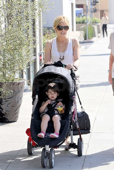 Sarah Michelle Gellar Strolls With Charlotte as Her Pilot Gains Buzz