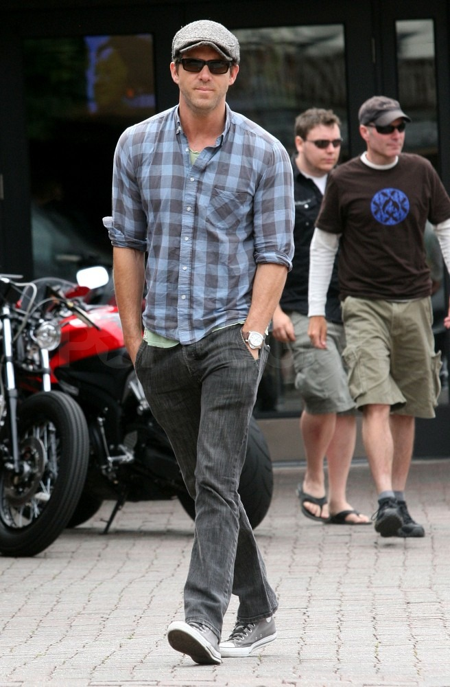 Ryan Reynolds dressed casual for a mid-day meal.