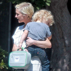Ashlee Simpson Pictures With Son Bronx Wentz