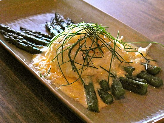 Asparagus and a soft-cooked egg doesn't sound out of the ordinary, but this plate really knocked my socks off. I think it was the green hollandaise and shaved manchego cheese on top.