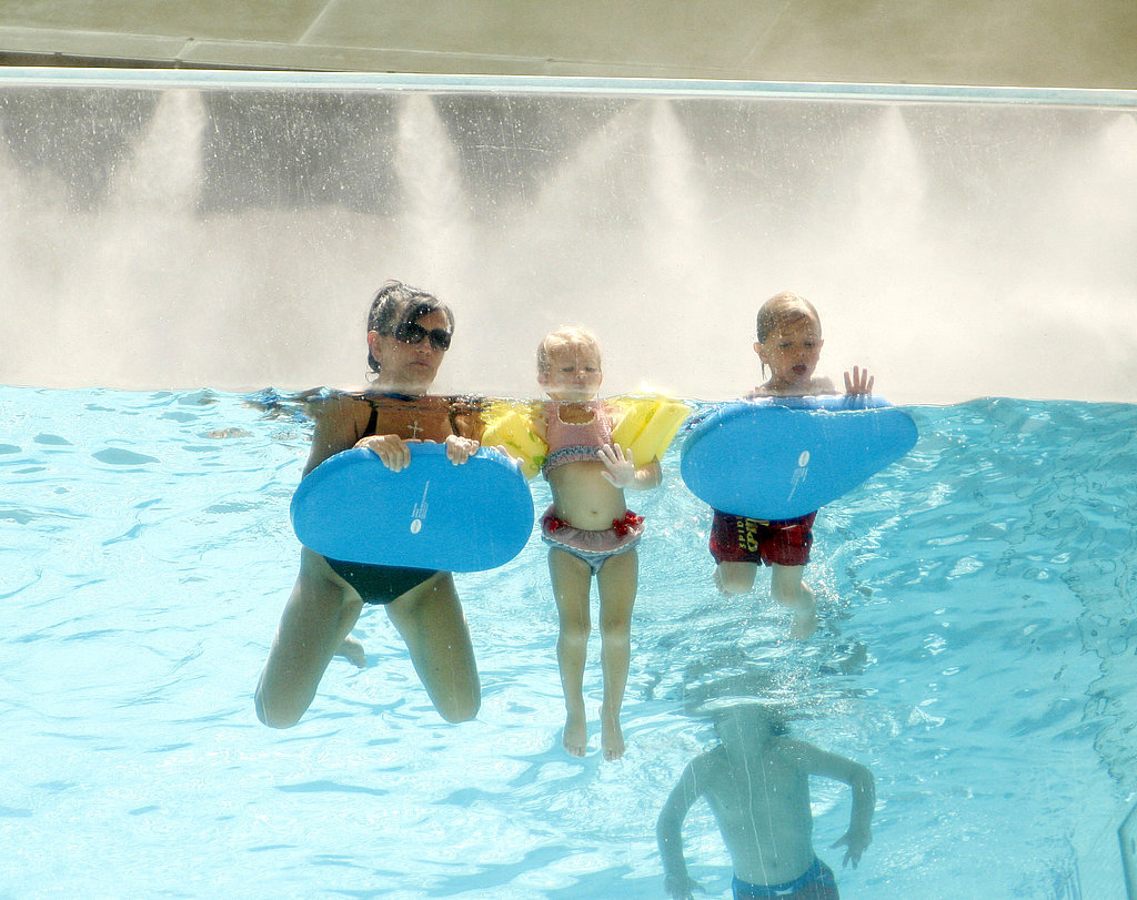 Lynne Spears, Sean Preston Federline, and Jayden James Federline, Maddie Aldridge splashed around.