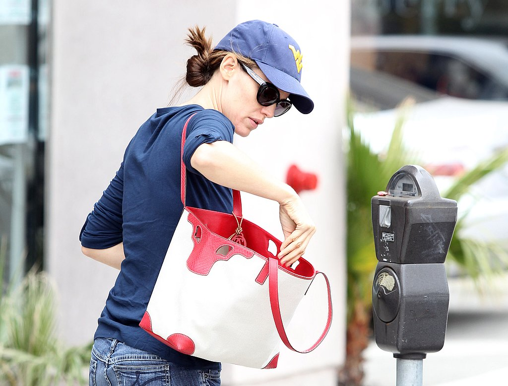 Jennifer Garner pays the meter.