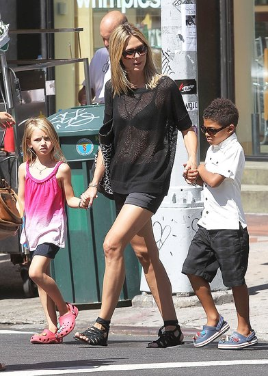 Heidi Klum held hands with Leni Samuel and Henry Samuel.