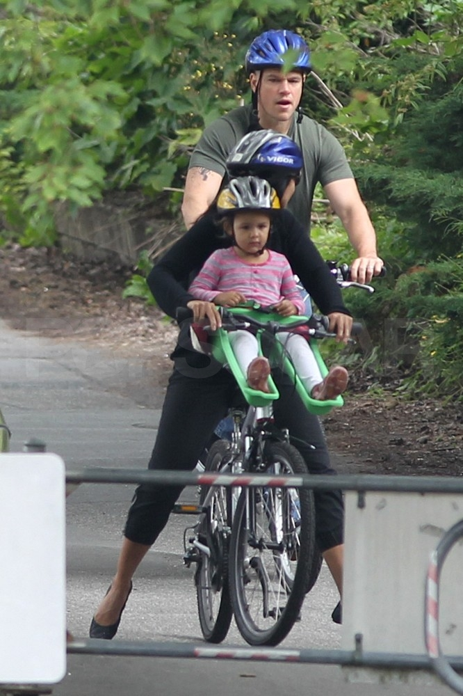 Matt Damon joined his wife and daughters on a bike ride around Vancouver.