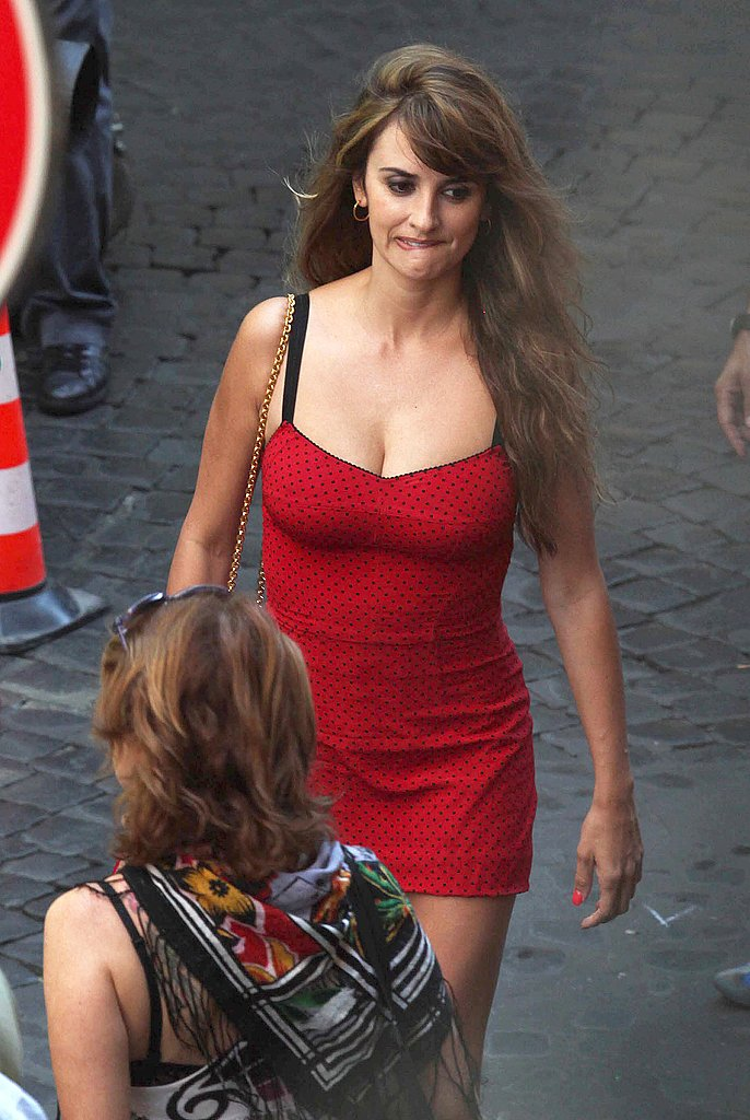 Penelope Cruz wore a Dolce & Gabbana dress.