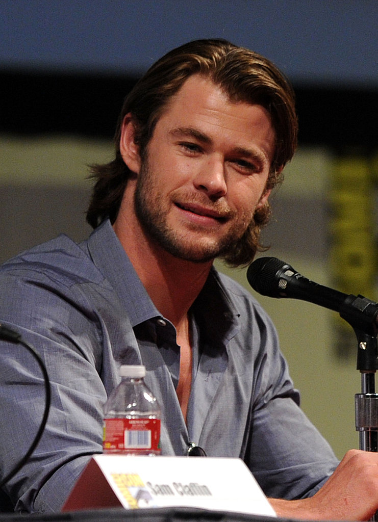 Chris Hemsworth flashed a smile to his fans.