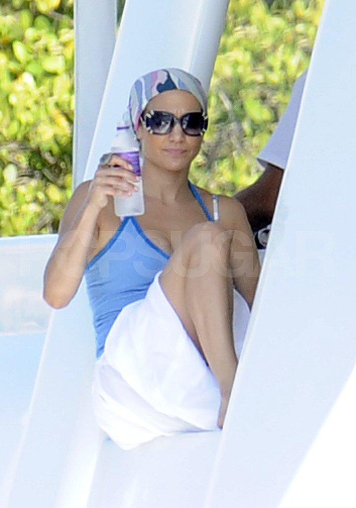 Jennifer Lopez drinks water.