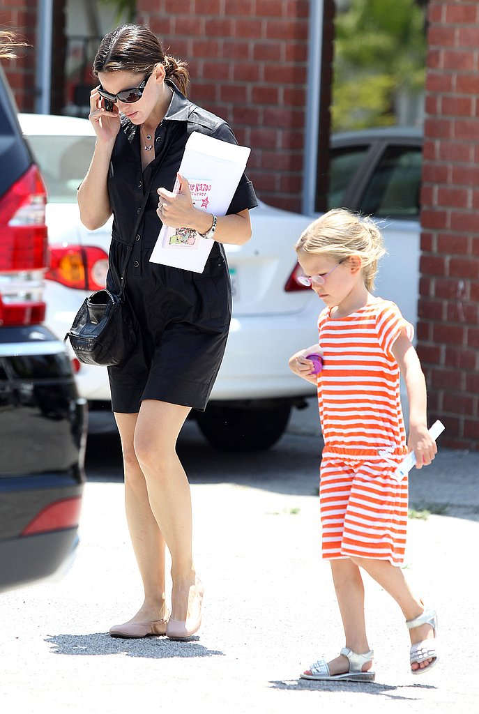 Jennifer Garner runs errands with oldest daughter Violet Affleck.