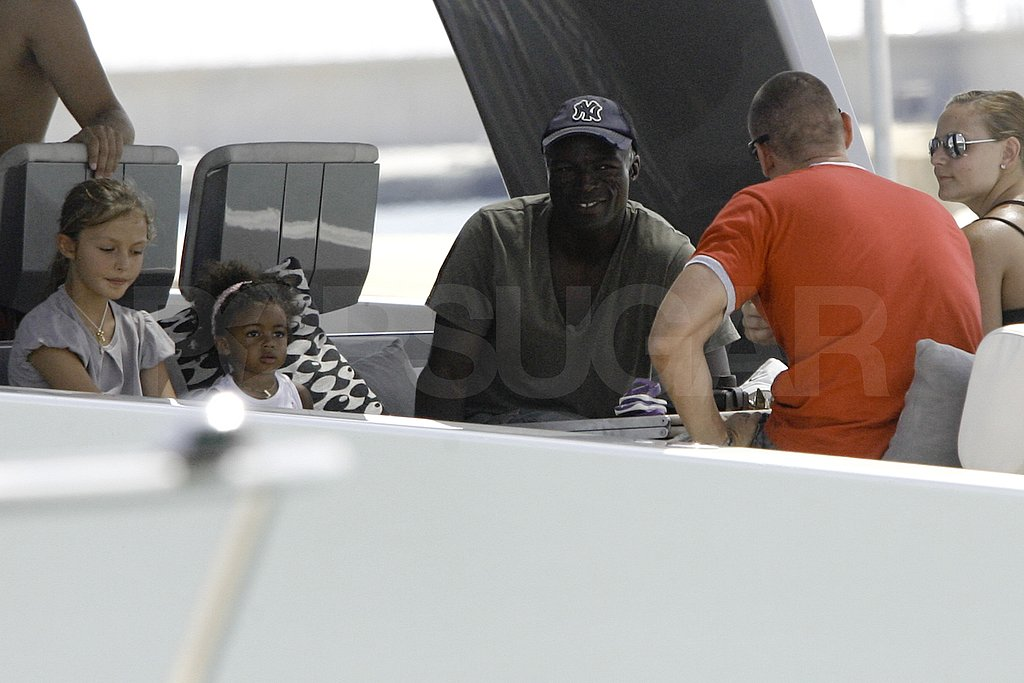 Seal sat with Lou and Leni Samuel on a boat.