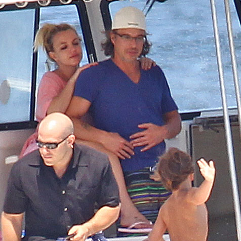 Photos de Britney Spears et Jason Trawick en train de faire du bateau