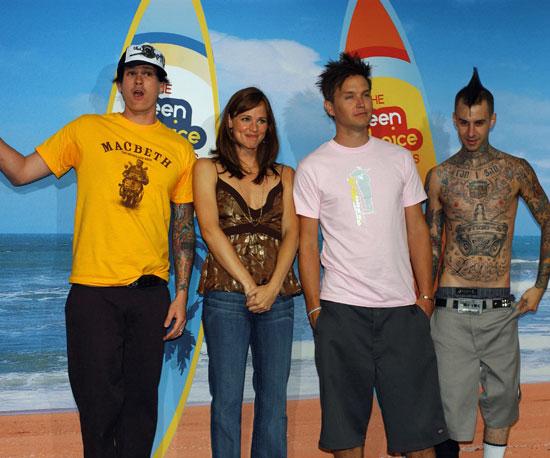 Jennifer Garner was surrounded by the guys of Blink-182, Tom DeLonge, Mark Hoppus, and Travis Barker, backstage in 2004.