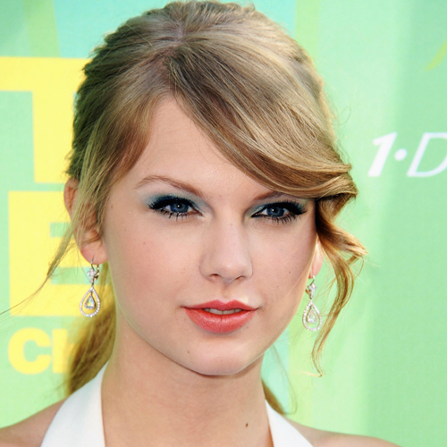 Taylor Swift and Other Stars' Makeup and Hair Tricks