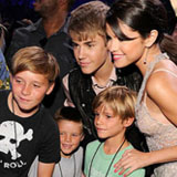 David Beckham and His Sons at the Teen Choice Awards With Justin Bieber