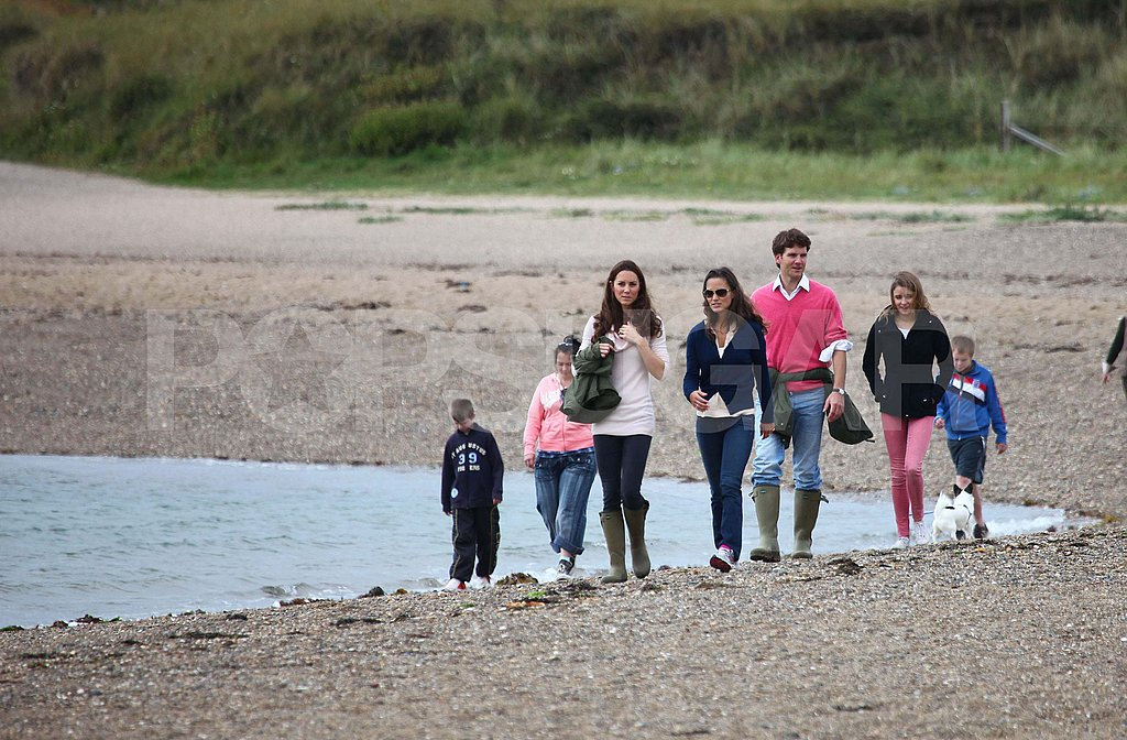 Kate Middleton and Pippa on the beach.