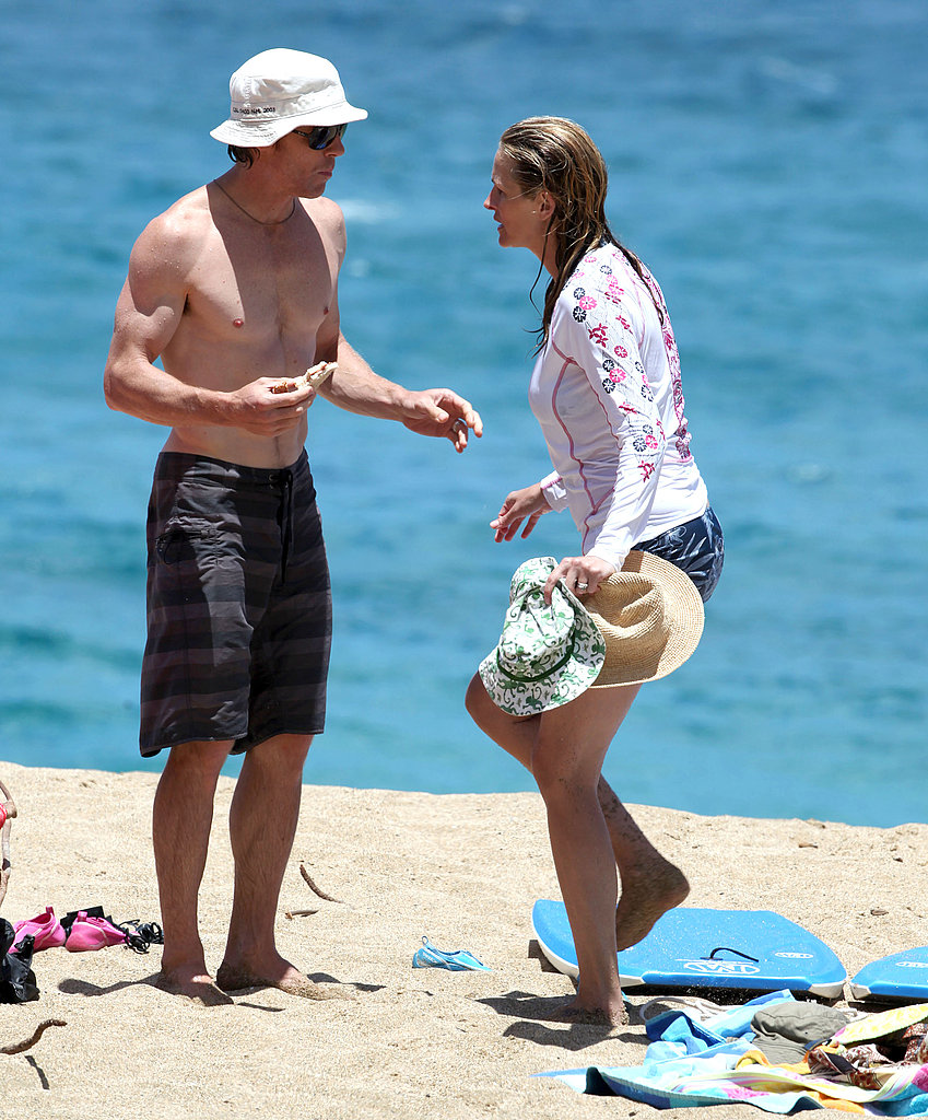 Shirtless Danny Moder on the beach with Julia Roberts.