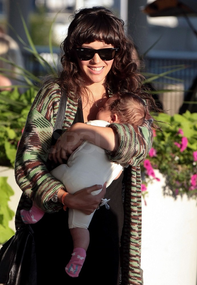 Zoe Buckman held onto baby Cleo at the airport.