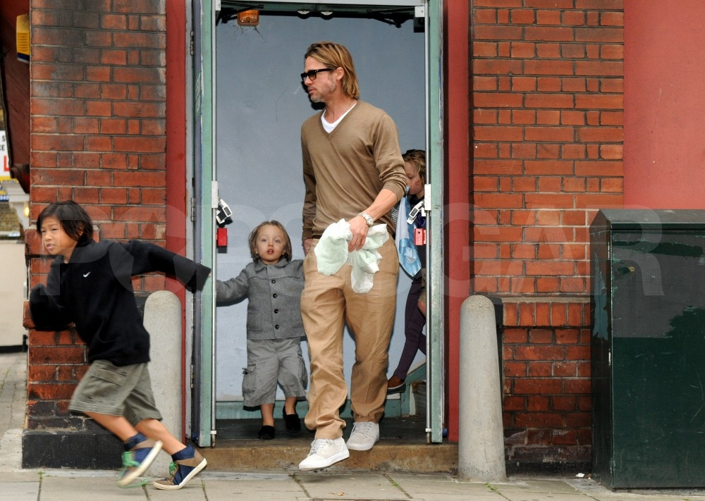Brad Pitt and Angelina Jolie Take Their Kids to See The Smurfs!