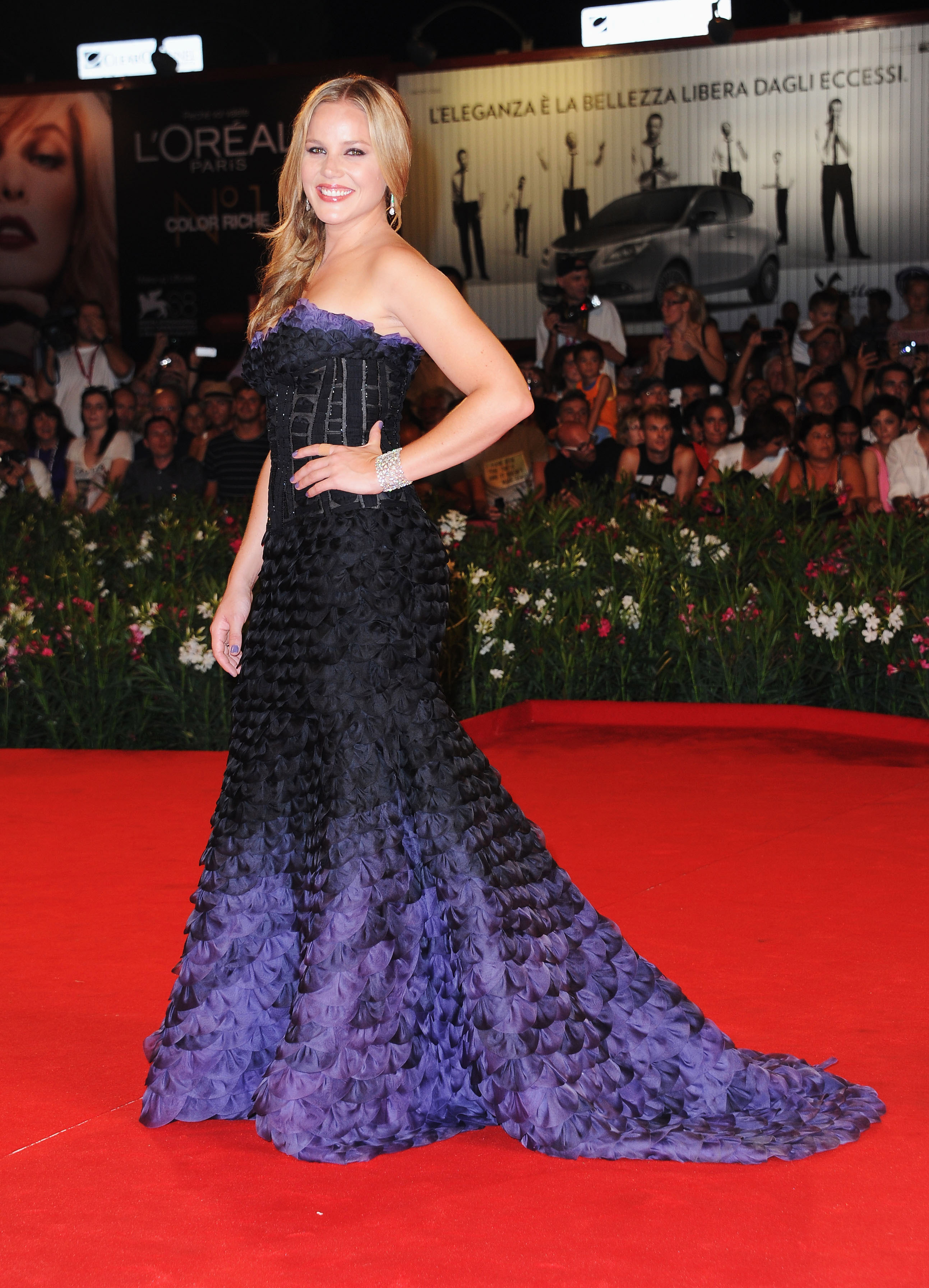 Abbie Cornish stunned in a black and purple ruffled gown by Atelier Versace.