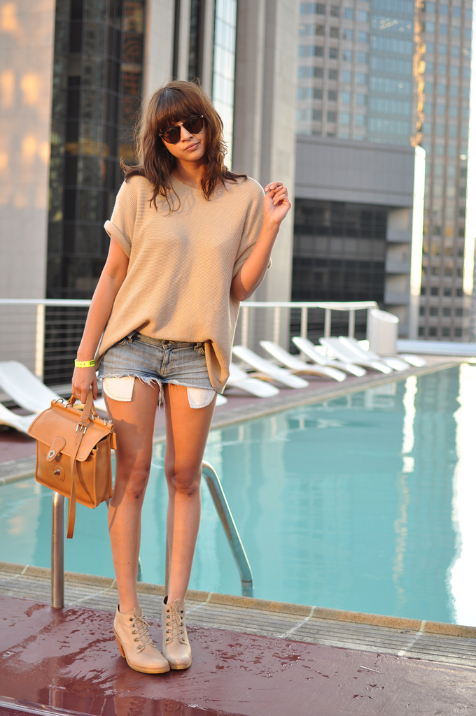 We love Annabelle's neutral accessories. Photo courtesy of Blushing Ambition