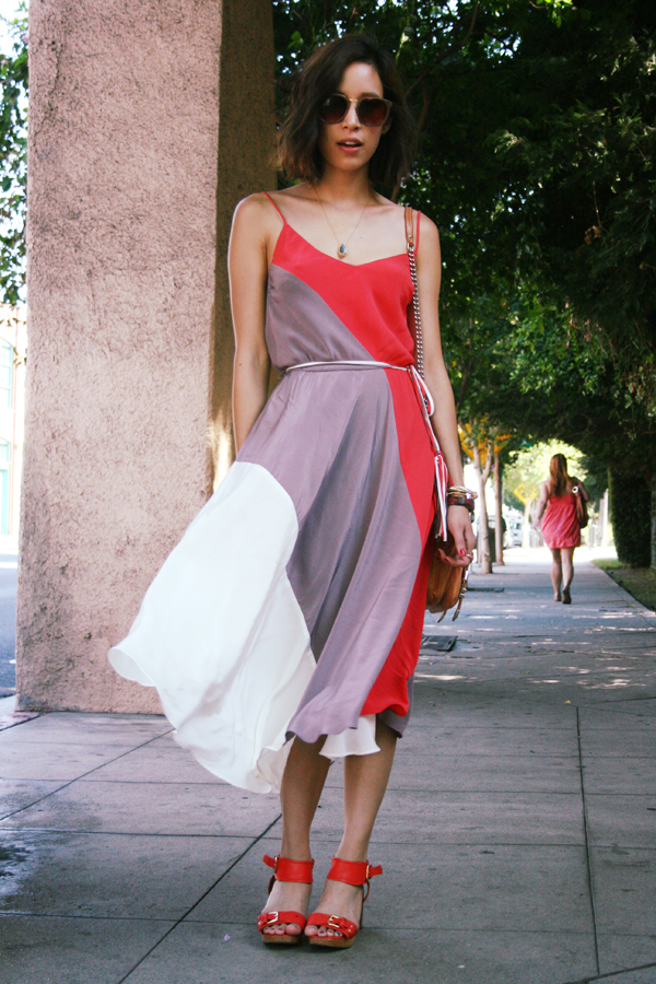 A colorblocked dress accompanied by standout accessories. Photo courtesy of That's Chic