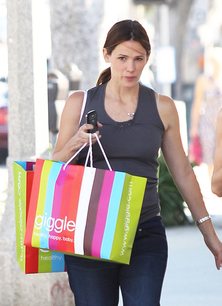 Jennifer Garner pregnant in LA.