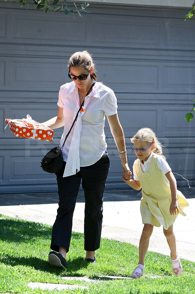 Jennifer Garner with Violet Affleck in LA.