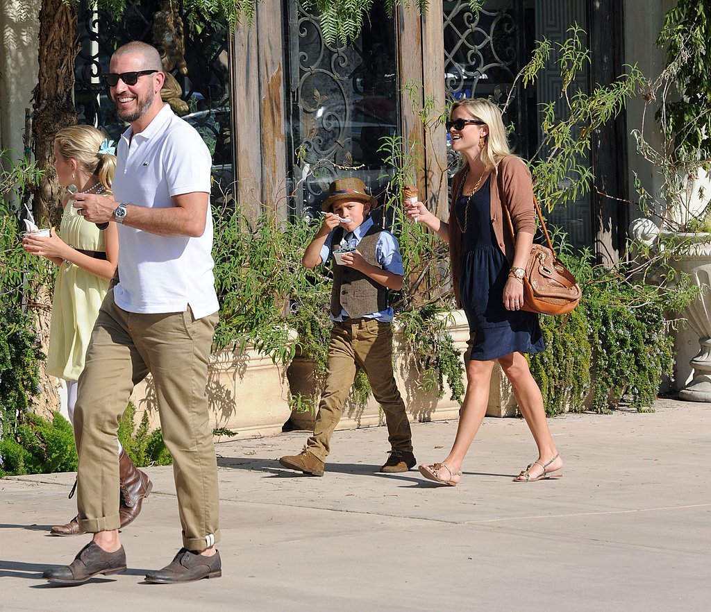 Reese Witherspoon carried a Chloé bag in LA.