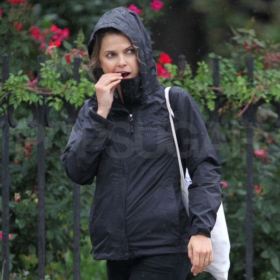 Prgenant Keri Russell eats a cookie.