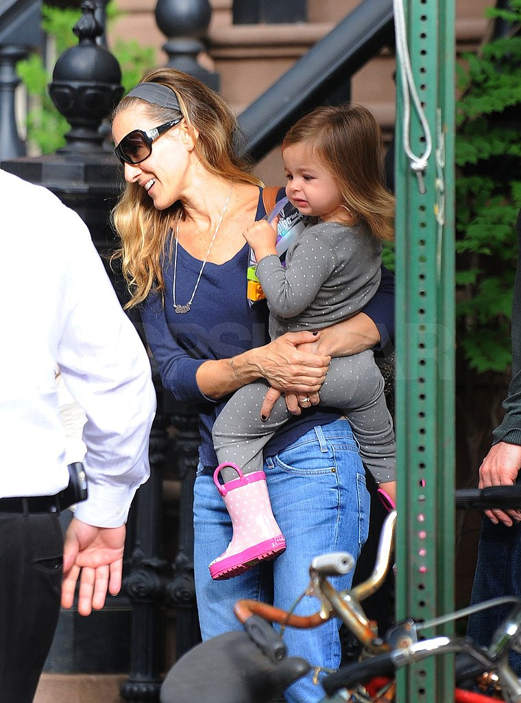 Tabitha got a lift from SJP leaving their NYC brownstone.