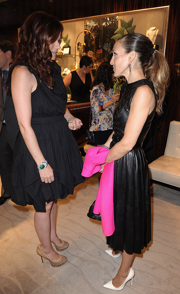 Debra Messing and Sarah Jessica Parker chatted on Fashion's Night Out.