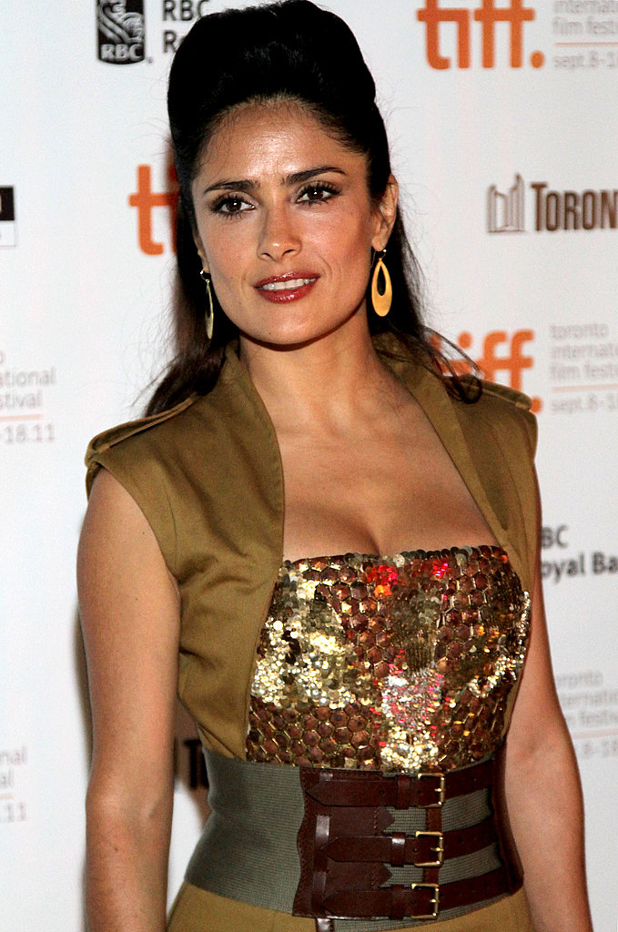 Americano star Salma Hayek wore a chic sleeveless dress.