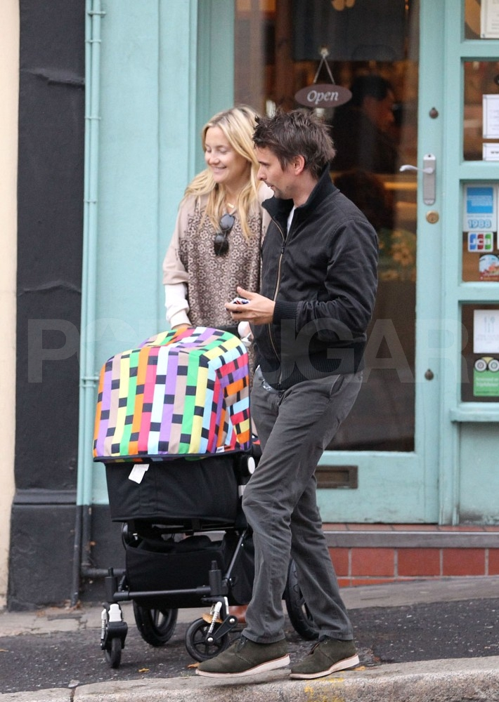 Kate Hudson and Matt Bellamy shop with their son.