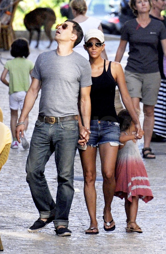 Halle Berry, Olivier Martinez, and Nahla Aubry sightseeing in Spain.