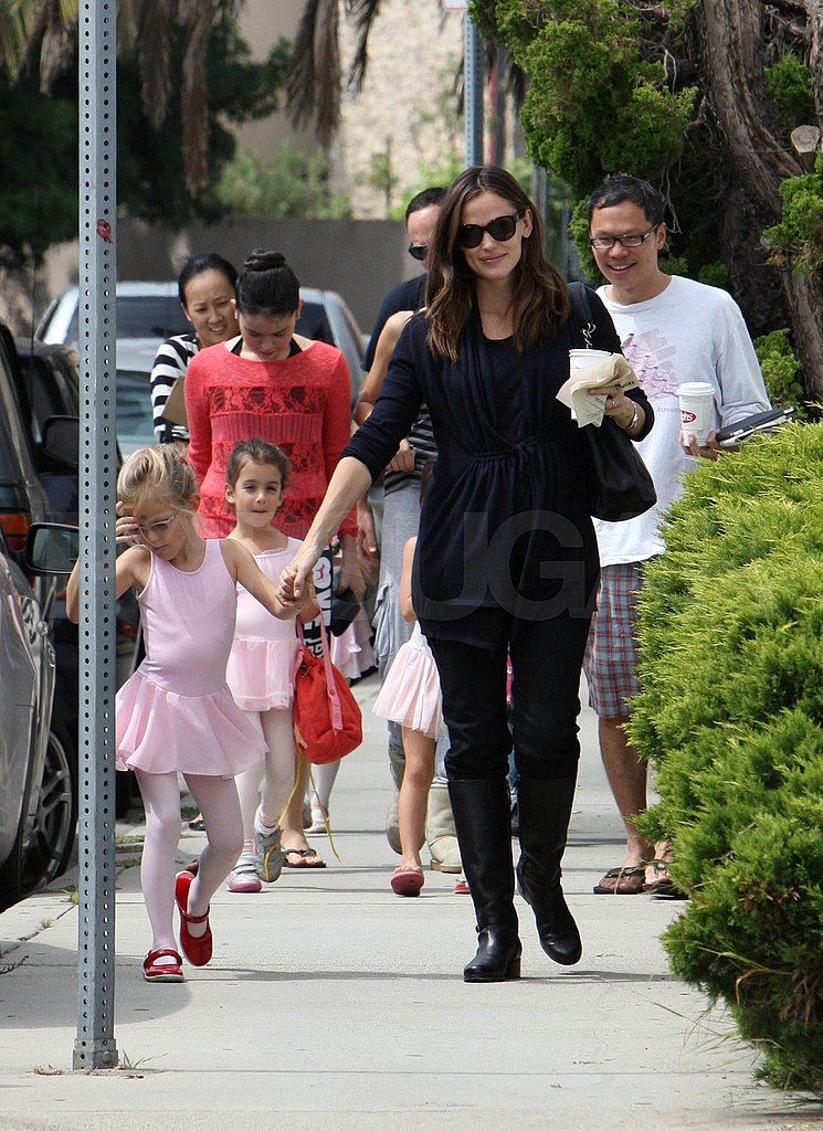 Jennifer Garner holds hands with Violet.