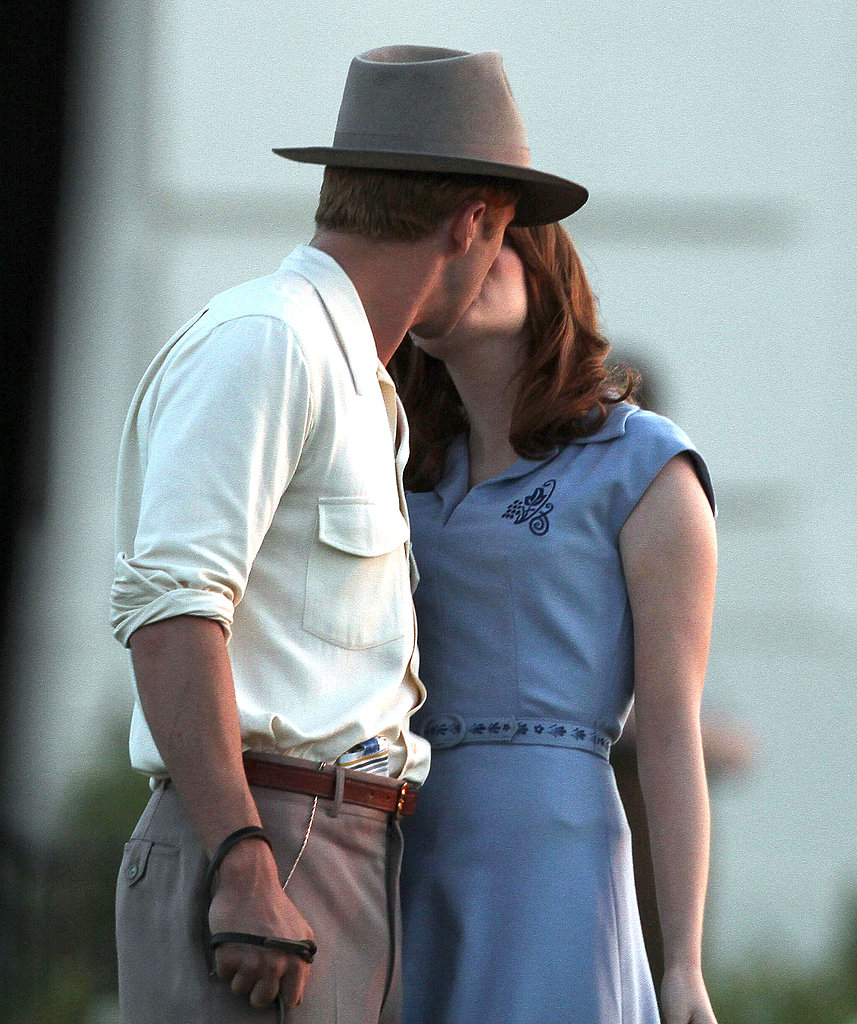 Ryan Gosling and Emma Stone kissing.