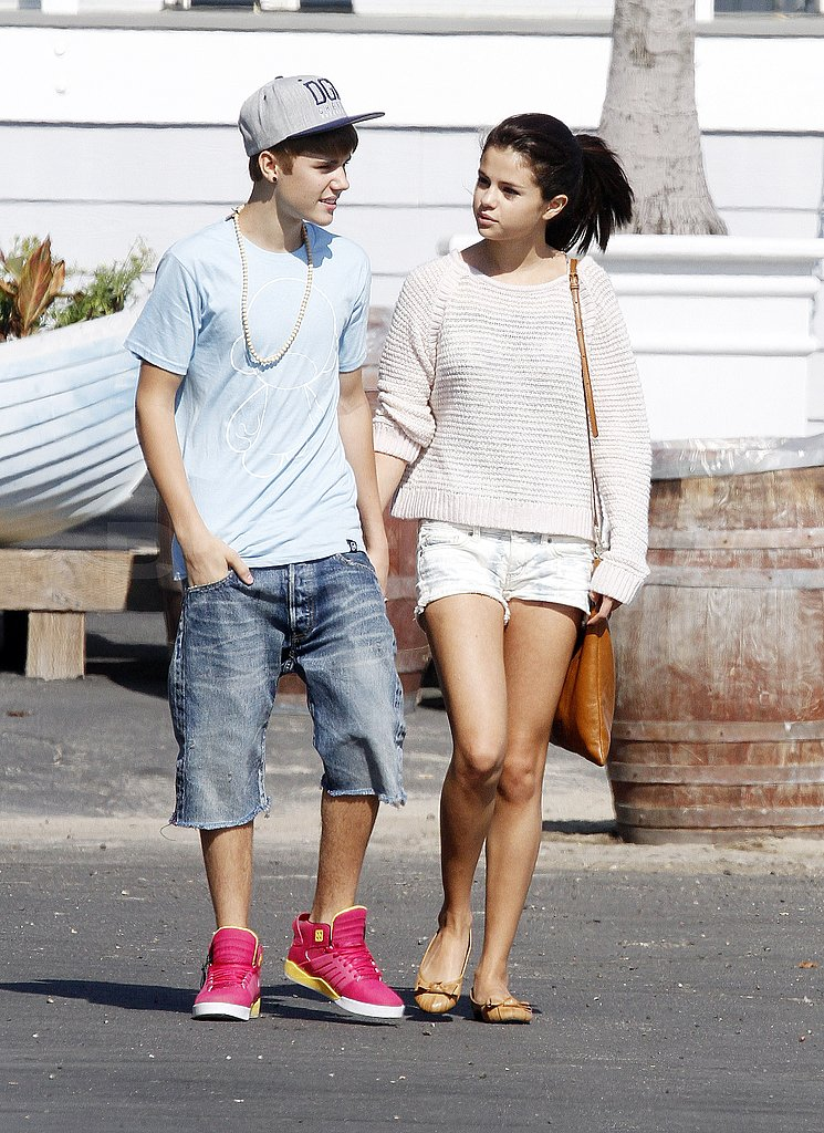 Justin and Selena carried on a conversation.