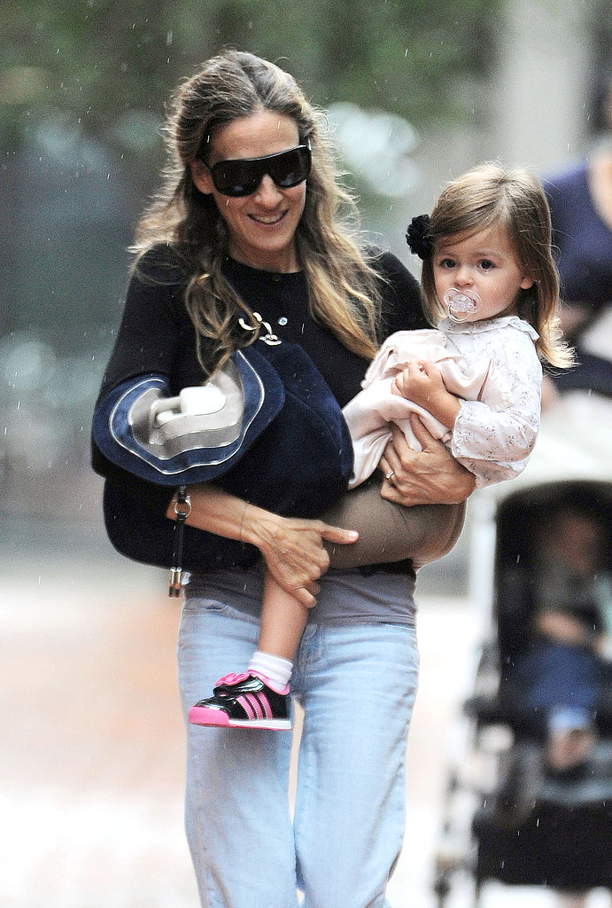 Sarah Jessica Parker carries Tabitha on her hip.