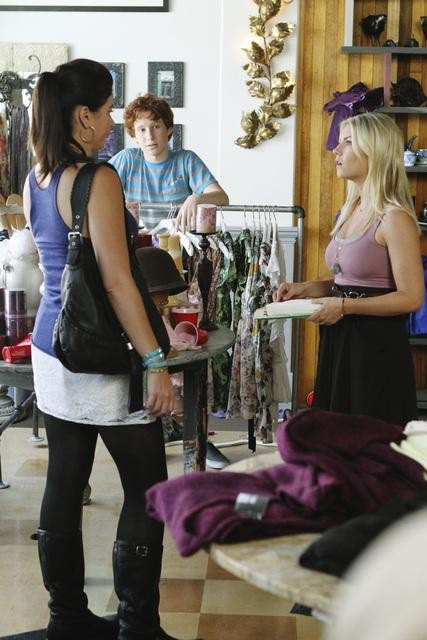 Casey Wilson as Penny and Elisha Cuthbert as Alex on Happy Endings. Photo copyright 2011 ABC, Inc.