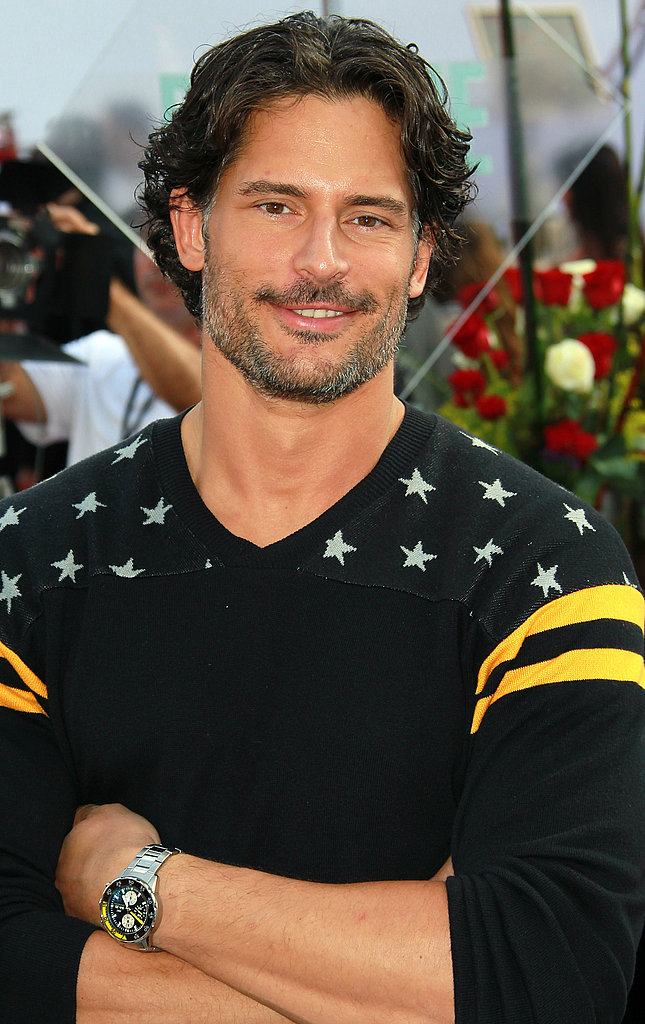 Joe Manganiello crossed his arms on the red carpet.