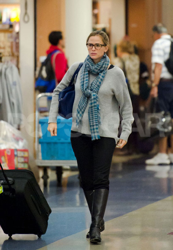 Jennifer Garner walked briskly through LAX.