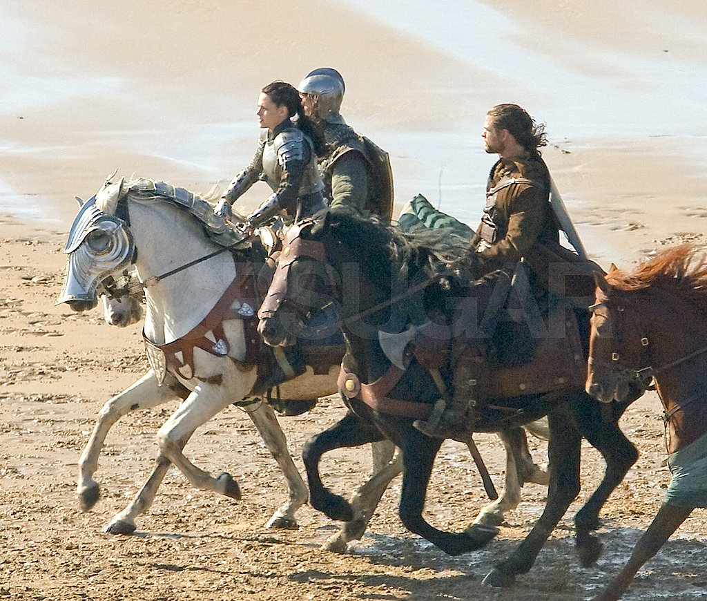 Chris Hemsworth rode a dark horse.